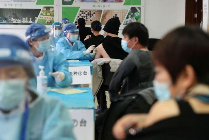 Хятад бүх иргэдээ үнэгүй вакцинжуулна