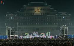 Хойд Солонгосчууд Шинэ жилийн баярыг нүсэр тэмдэглэлээ