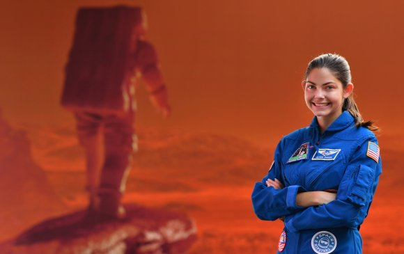 Ангараг дээр хөл тавих анхны хүн Алисса Карсон
