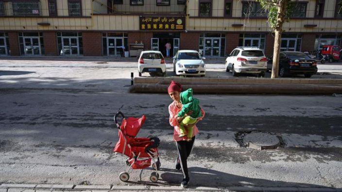 Твиттер Хятадын ЭСЯ-ны Уйгуртай холбоотой жиргээг устгажээ