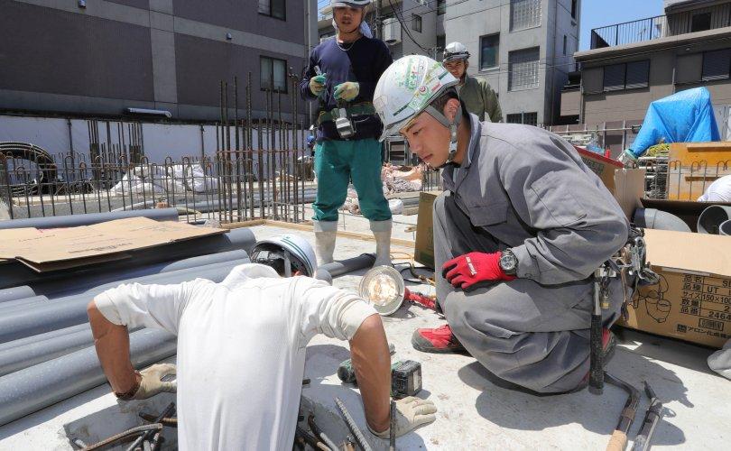 Хөдөлмөрийн гэрээгээр ажил эрхэлдэг гадаадын иргэдийн тоо буурчээ