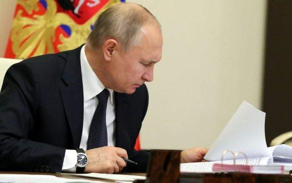 Путин хүнд өвчтэй хүүхдүүдэд дэмжлэг үзүүлэх санг баталлаа