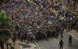 Гватемалд дүрвэгчид цагдаа нартай мөргөлдөв
