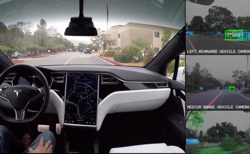 """""""Tesla""""-ийн машин 580 км замыг жолоочгүй туулав"""