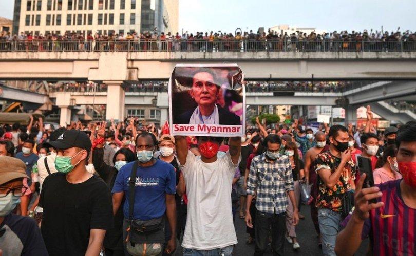 Мьянмарт цэргийнхэн хөл хорио тогтоолоо