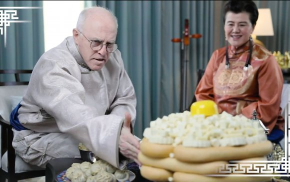 АНУ-ын ЭСЯ-ныхан монголоор Сар шинийн мэндчилгээ дэвшүүлэв