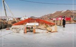Хөрсний ус ундарч, айлын хашаа, байшин мөстжээ
