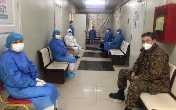"""Цэргийн төв эмнэлгийн 210 эмч, сувилагч """"Астразенека"""" вакцин хийлгэжээ"""
