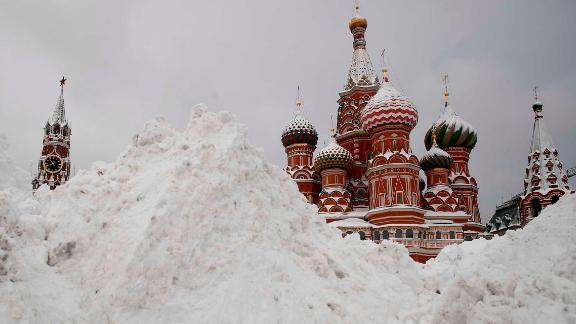 Москвад сүүлийн 50 жил ороогүй их цас оржээ