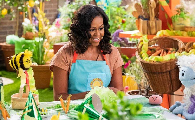 Мишель Обама хүүхдүүдэд хоол хийхийг заана
