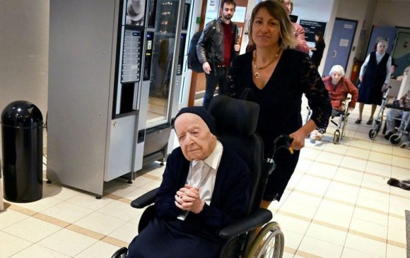 Дэлхийн хамгийн хөгшин 116 настай гэлэнмаа цар тахлыг ялжээ