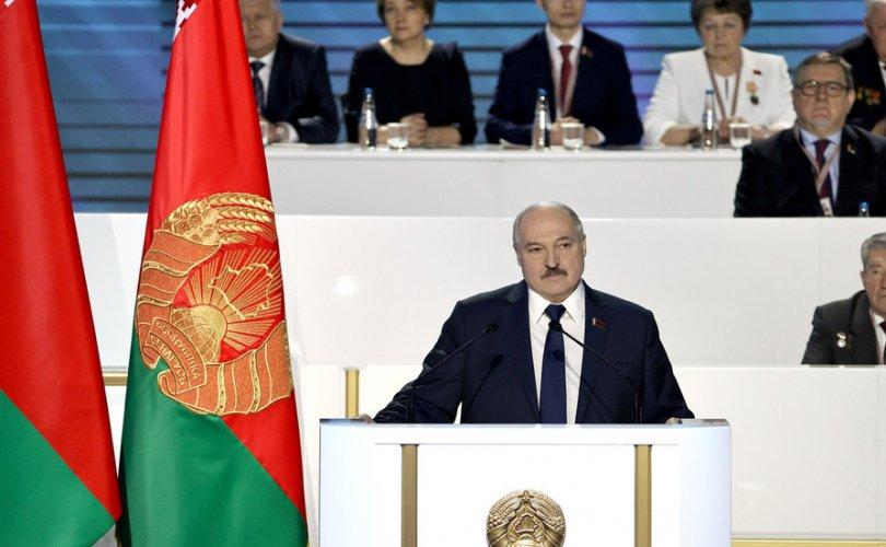 Лукашенко энх тайван тогтмогц судлаасаа буухаа амлав