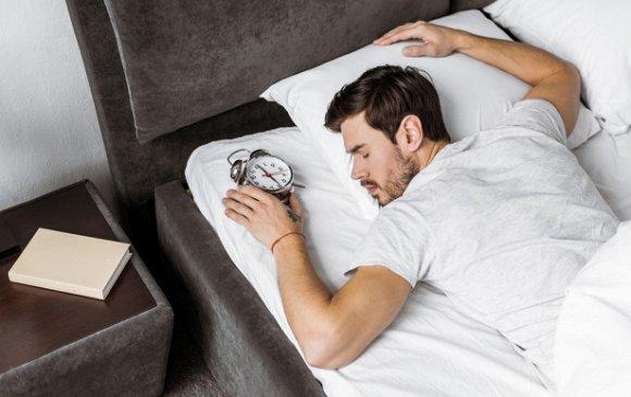 Зөвлөгөө: Яагаад түрүүлгээ харж унтаж болохгүй вэ?