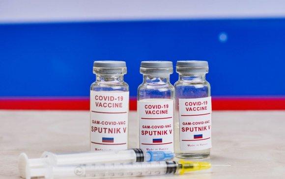 """АНУ-ын дипломатууд Оросоос вакцин """"царайчилж"""" байна гэв"""