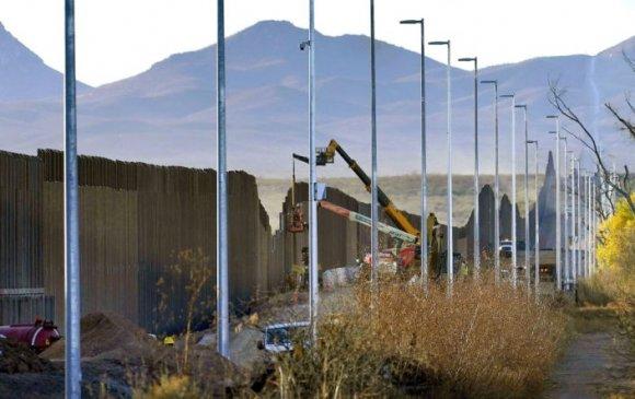Байден Мексикийн хил дээрх Трампын хашааг нурааж магадгүй