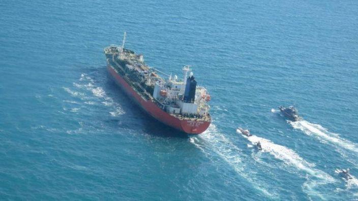 Иран солонгос далайчдыг өршөөж, гацсан мөнгөө нэхэв