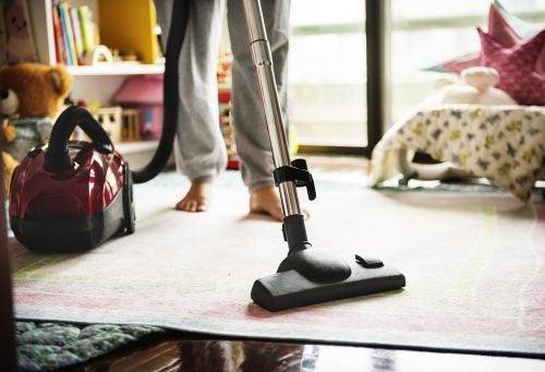 Хятад эр салсан эхнэртээ гэрийн ажил хийсний төлбөр төлнө