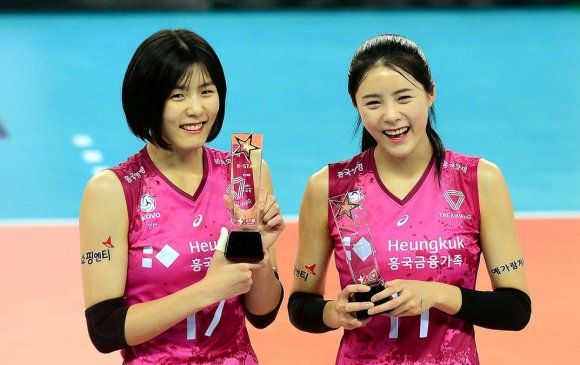 Солонгосын ихэр волейболчдын булхай дэлгэгдэж, багаасаа хөөгджээ