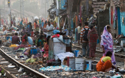 Энэтхэгт ядуусын хорооллынхон дээр вакцины туршилт хийжээ