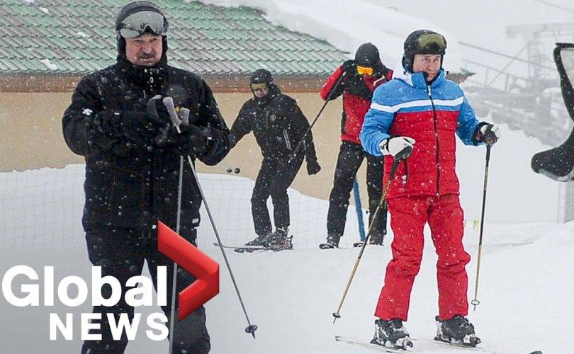Путин, Лукашенко нар цанаар гулгаж, ууланд авирав