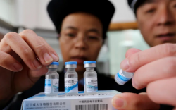 Хятадад хуурамч вакцин борлуулдаг эзнийг баривчилжээ