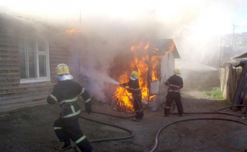 ОБЕГ: Байшин шатаж, хоёр хүн гэмтжээ