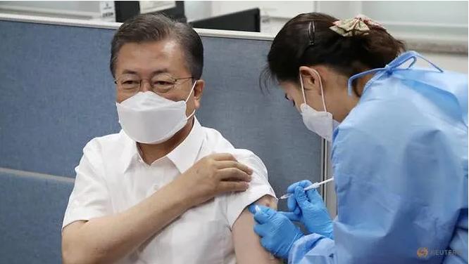 """БНСУ-ын Ерөнхийлөгч """"AstraZeneca""""-ийн вакцин хийлгэлээ"""