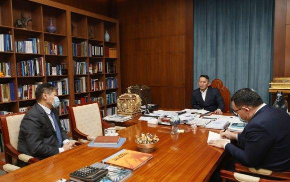 Ерөнхийлөгч БНХАУ-д суугаа Элчин сайд Т.Бадралыг хүлээн авч уулзлаа