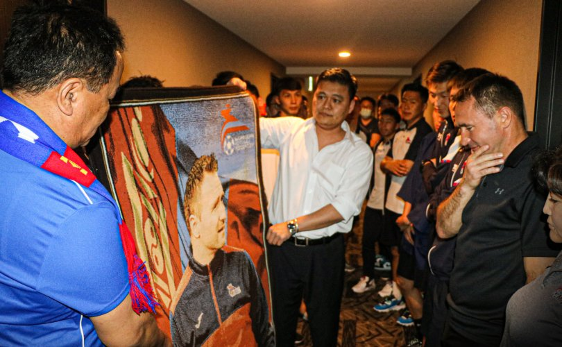 Монголын хөлбөмбөгийн шигшээ баг дасгалжуулагчаа үдлээ
