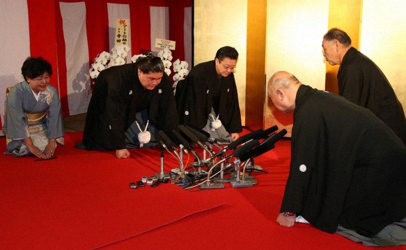 Тэрүнофүжи Г.Ган-Эрдэнэ албан ёсоор озэки цолоо эргүүлэн авлаа
