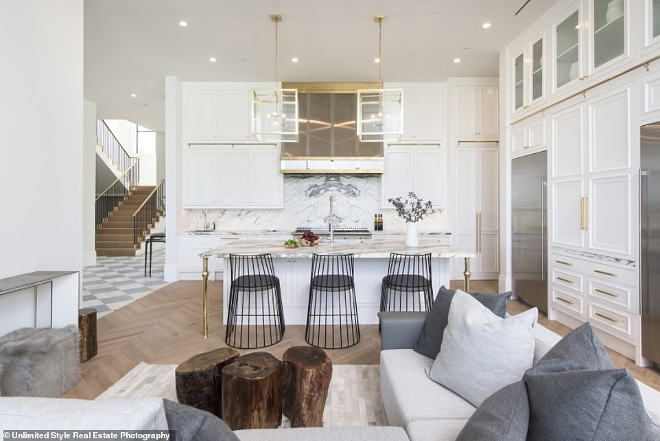 39923386-9314543-Stunning_The_Los_Angeles_Lakers_star_s_dwelling_was_built_in_201-a-23_1614642030246