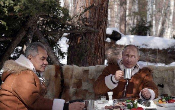 Фото: Путин, Шойгу нар Сибирийн тайгад амрав