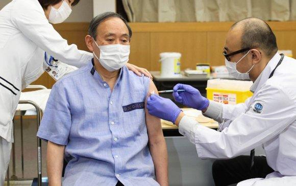 """Японы Ерөнхий сайд """"Pfizer""""-ийн вакцин хийлгэлээ"""