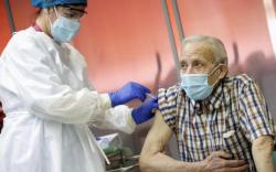 AstraZeneca, Pfizer-ийн 1 тун вакцин өвчлөлийг 80 хувиар бууруулав