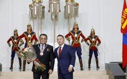 """Ерөнхийлөгчийн зарлигаар """"Чингис хаан"""" одонг сансрын нисэгч Ж.Гүррагчаад хүртээлээ"""