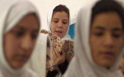 Афганы нийслэлд охид олны өмнө дуулах эрхгүй болжээ