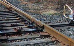 63 настай эмэгтэй жолооч үүрэглэсний улмаас галт тэрэг мөргөжээ