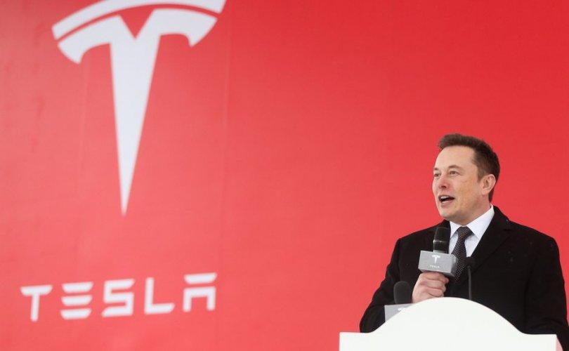 Илон Маск: Хятадын арми Tesla компанийн нэр төрд халдан, гүтгэлээ