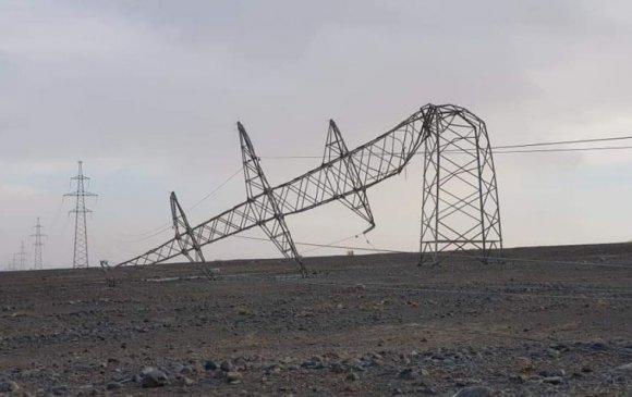 Эрчим хүчний цамхгууд нурж, иргэд цасанд боогджээ
