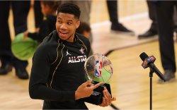 NBA All Star: Кобигийн нэрэмжит шагналыг Антетокоунмпо хүртлээ