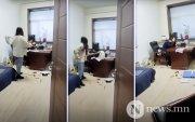 Хятадад бэлгийн дарамт үзүүлсэн даргаа шалны модоор зоджээ