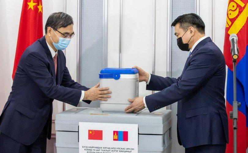 Хятадад үйлдвэрлэсэн 300 мянган тун вакциныг хүлээн авлаа