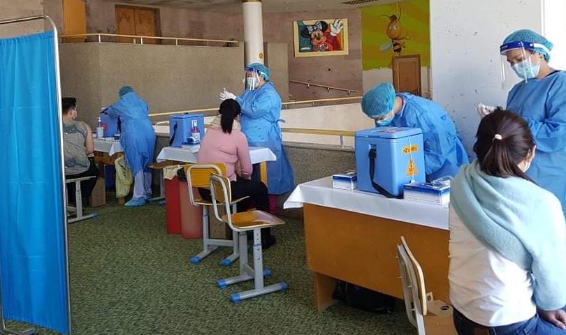Вакцин хийлгэсний дараа 15-30 минут хүлээлгийн өрөөнд өөрийгөө ажиглах хэрэгтэй