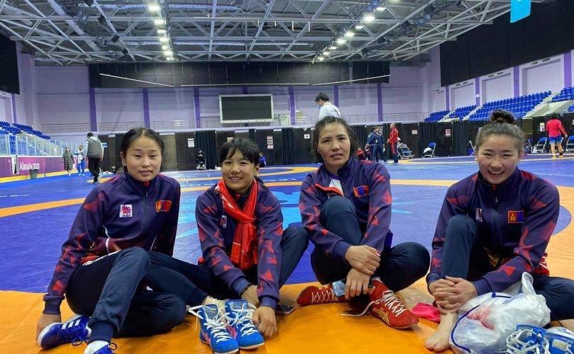 Чөлөөт бөхийн тамирчид одоогоор олимпийн дөрвөн эрх аваад байна