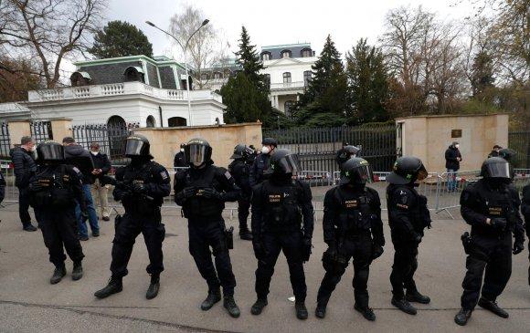 Чехээс Оросын 18 дипломатчийг хөөх шийдвэр гаргажээ