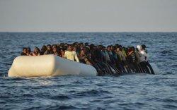 Газар дундын тэнгист завь хөмөрч, 130 цагаач амиа алджээ