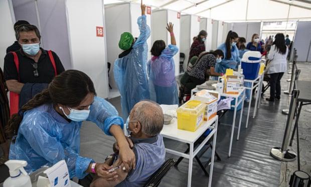 Израил вакцинжуулалтыг хөл хориотой хослуулж амжилт дагуулав