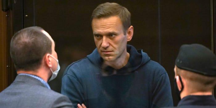 """""""Өлсгөлөн зарласан Навальныйг хүчээр хооллохыг оролдож байна"""""""