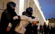 Навальныйг дэмжигчид дахин жагсч, 1400 хүн баривчлагдав