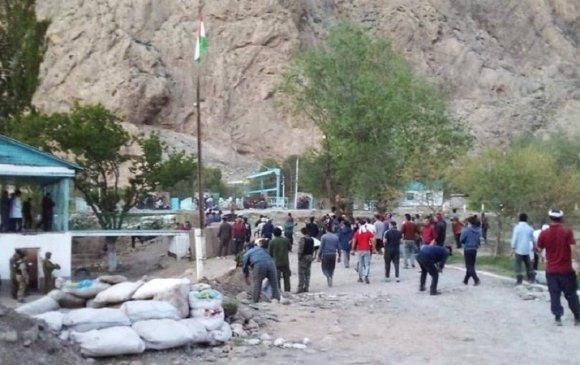 Киргиз-Тажикийн хил дээр мөргөлдөөн гарч, 5 хүн амь үрэгдэв